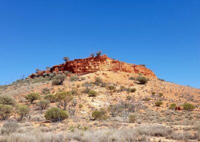 Mount Beadell, benannt nach Len Beadell, dem Konstrukteur des berühmten Gunbarrel Highway